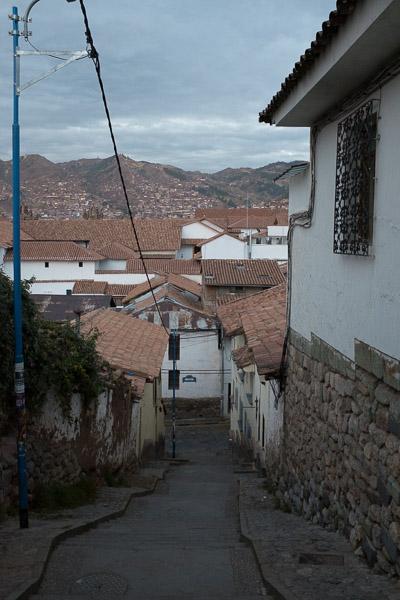 cusco_narrow_street_2.jpg