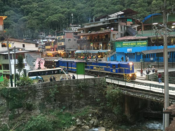 train_aguas_calientas_peru.jpg