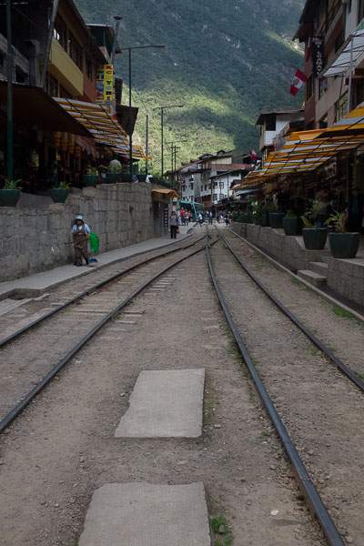 train_track_aguas_calientas_peru.jpg