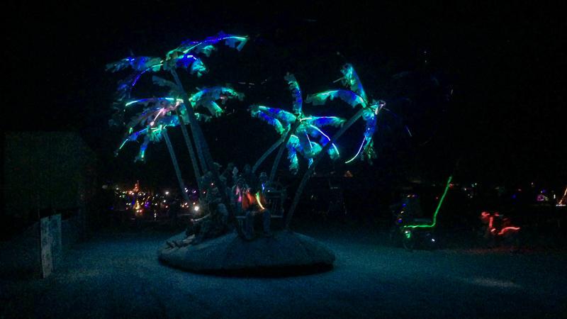 palm_tree_mutant_vehicle_lit_up_burning_man.jpg