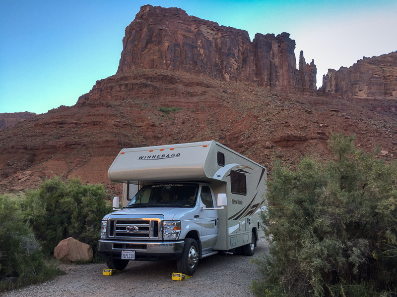 rv_parked_next_to_moab_river.jpg