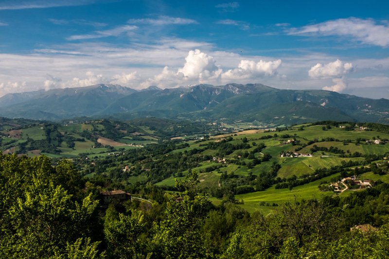 sibillini_mountain_national_park_marche_italy.jpg