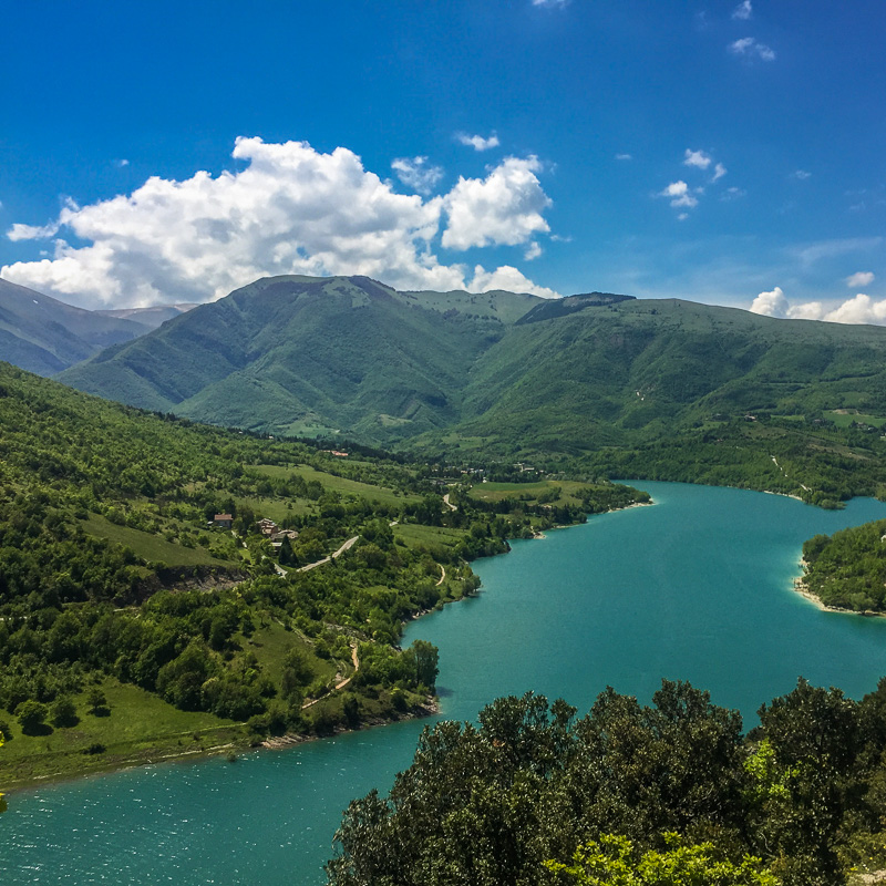 lago_di_fiastra_marche_italy.jpg