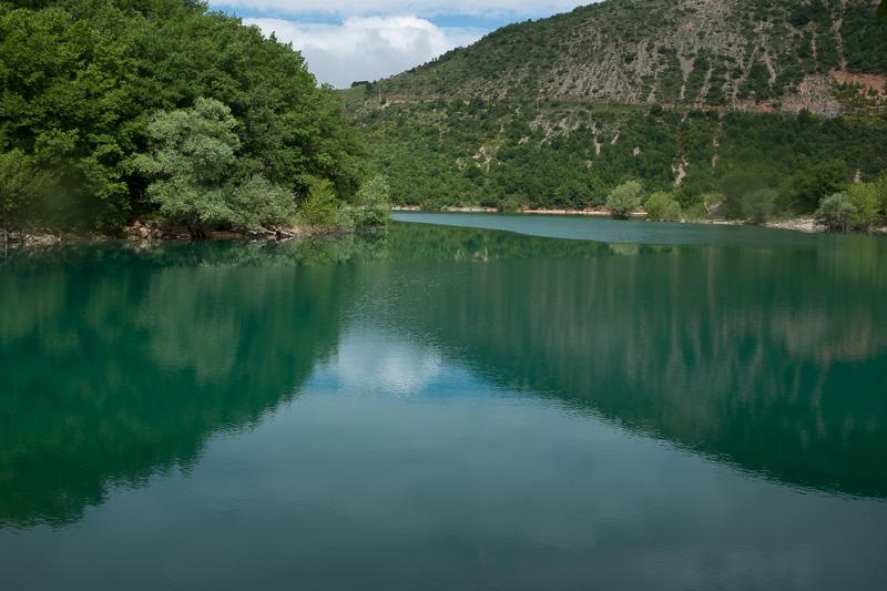 lago_di_fiastra_marche_italy_2.jpg