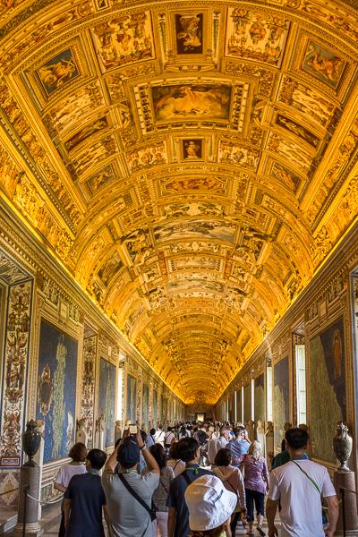 inside_vatican_museum.jpg