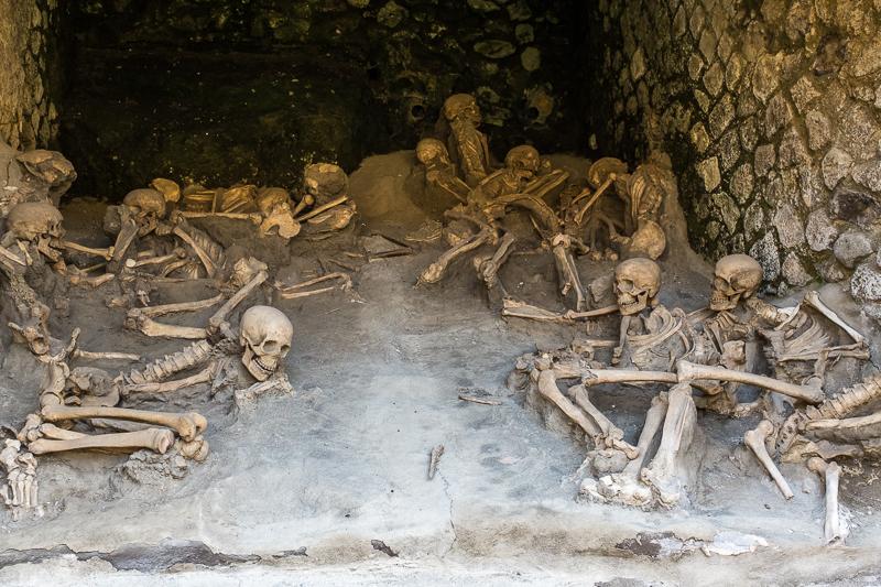 herculaneum_boat_shed_skeletons_2.jpg