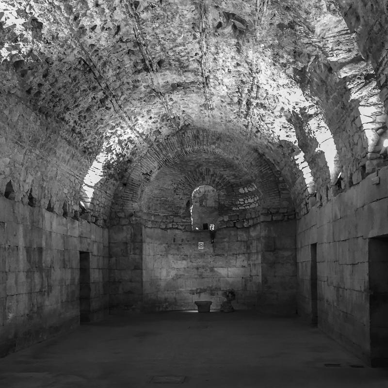 diocletian_underground_halls_2.jpg