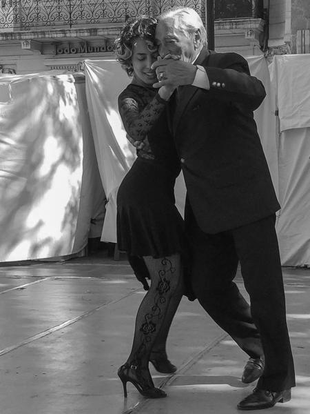 tango_dancers_san_telmo_buenos_aires_argentina.jpg