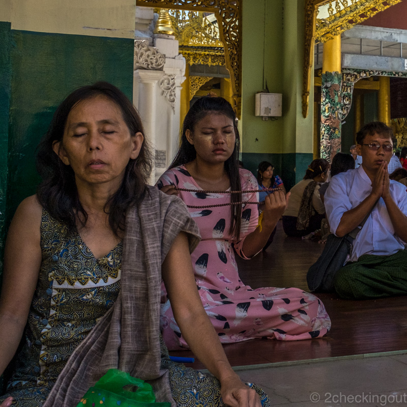 locals_praying_shwedagon-pagoda_yangon_myanmar.jpg