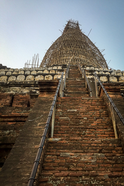 steps_leading_up_shwesandaw_pagoda_bagan_myanmar.jpg