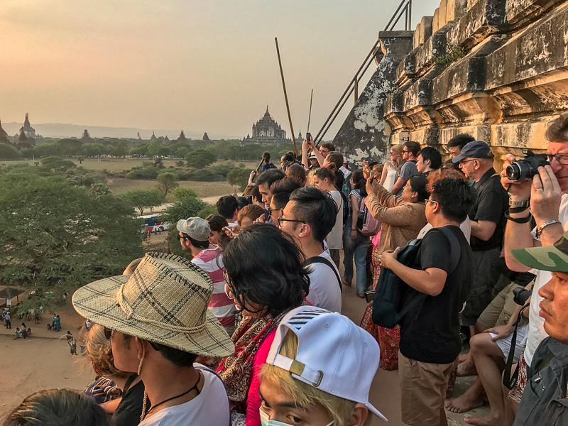 sunset_crowd_shwesandaw_pagoda_bagan_myanmar.jpg