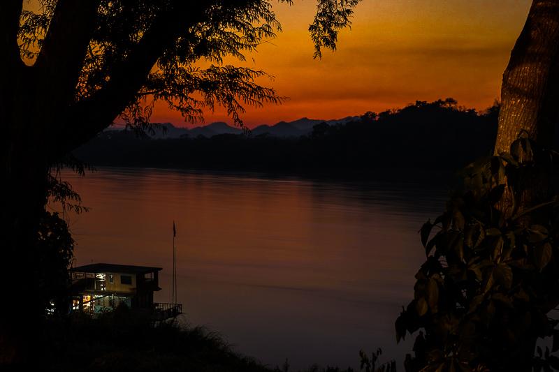 mekong_river_sunset.jpg