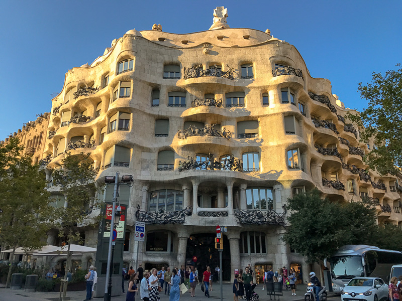 Another stunning Gaudí designed house, Case Milà