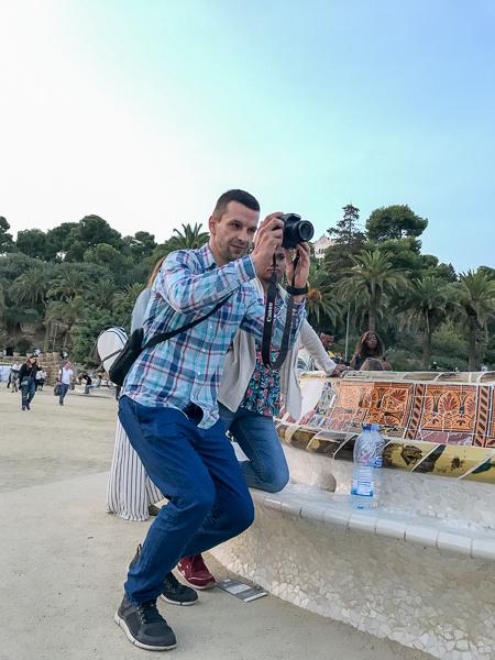 man-taking-photo-park-güell-barcelona.jpg