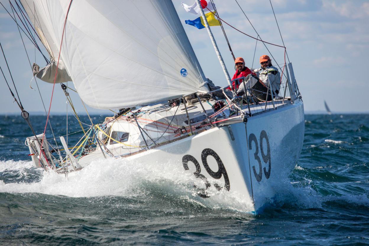 1500-Akilaria-sailing.jpg