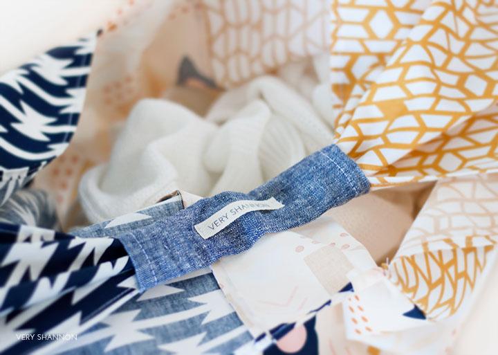 Folded Triangle Fat Quarter Bag Tutorial // VeryShannon.com #sewing #tutorial #origami #bento #bag