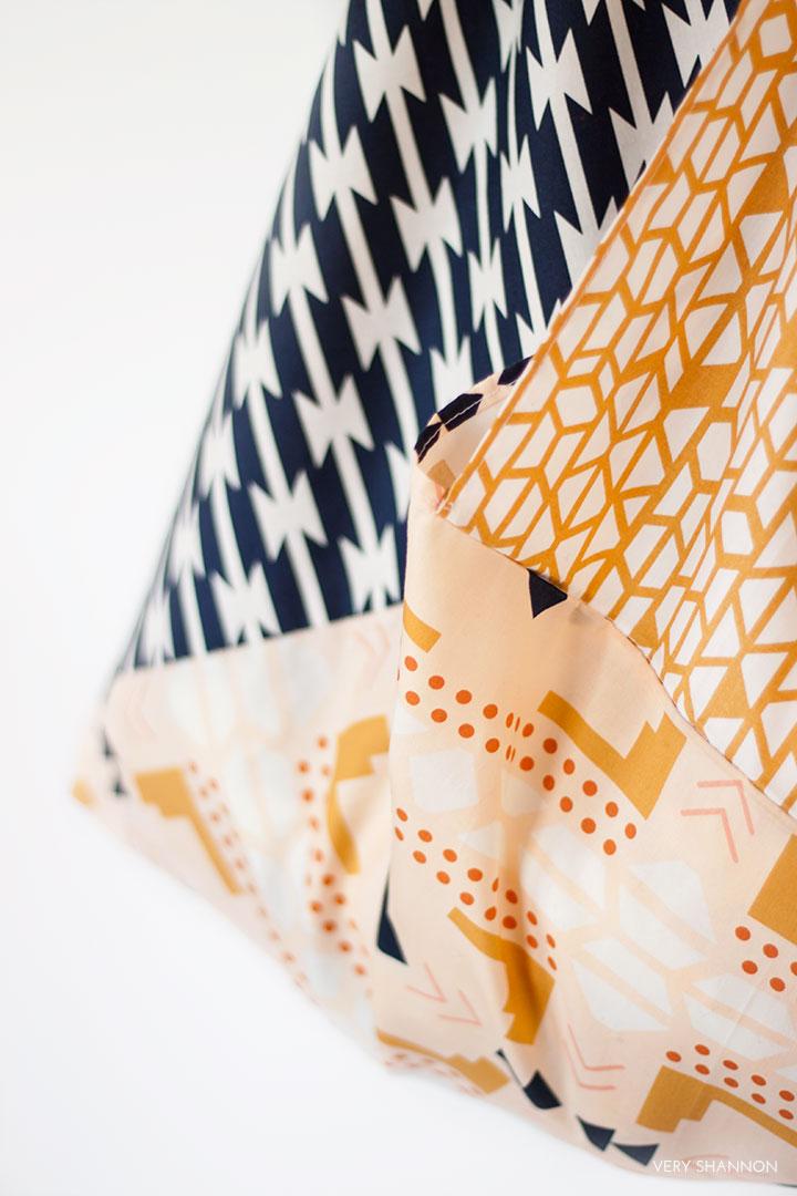 Folded Triangle Bag Fat Quarter Tutorial // VeryShannon.com #sewing #tutorial #origami #bento #bag