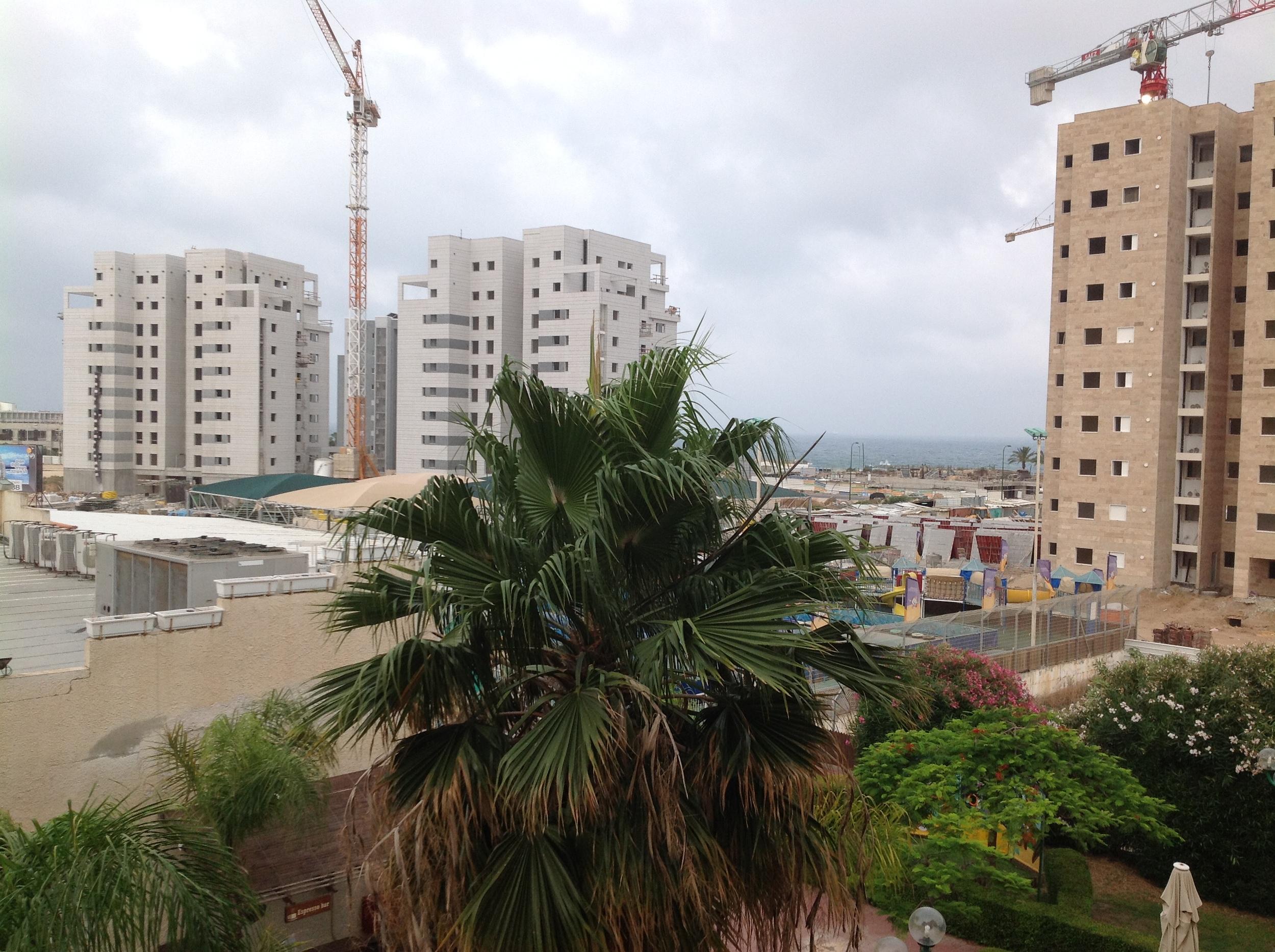 New construction around the Dan Gardens Hotel