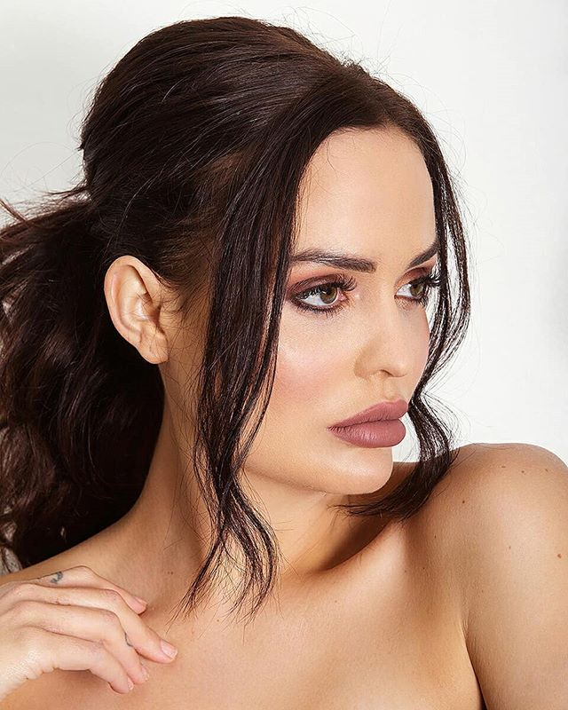Wishing my pony could look this good all the time instead of looking like I have a bowl cut 🙆 . The gorgeous @juliette.elle for @posh_pouts_cosmetics latest lipstick campaign 💋❤ . . . . #portrait #beauty #skin #face #makeup #makeupartist #bridal #ponytail #lipstick #campaign #natural #editorial #studio #photoshoot
