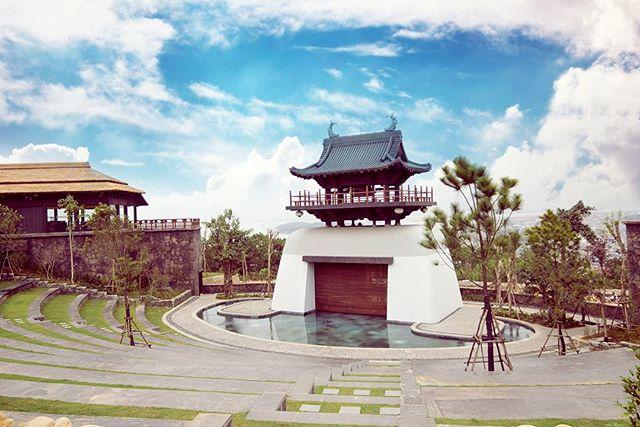 The Japanese zen garden in a Vietnamese amusement park 🐉🏯🌞 . . . . . #Vietnam #halongbay #travel  #Japanese #garden #temple #architecture #building #travelmore #landscape #view #Asia