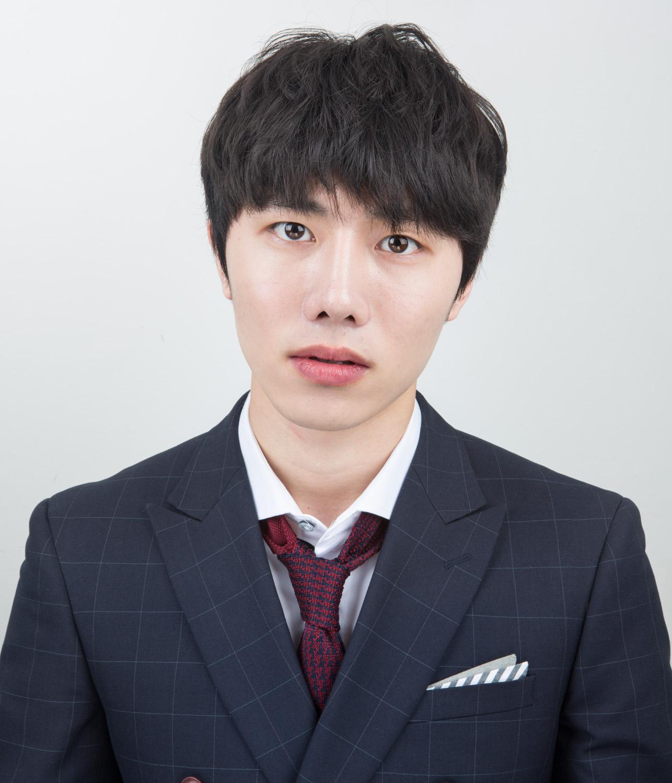 010_U jun Eom, 24 years old.jpg