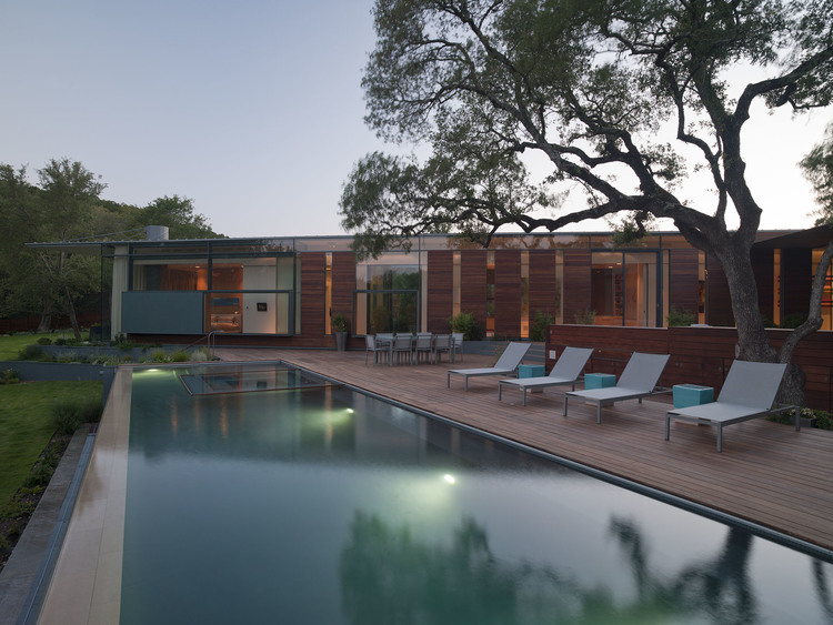 Pool design by modern, architecture by Bercy Chen All Photography Copyright Paul Bardagjy