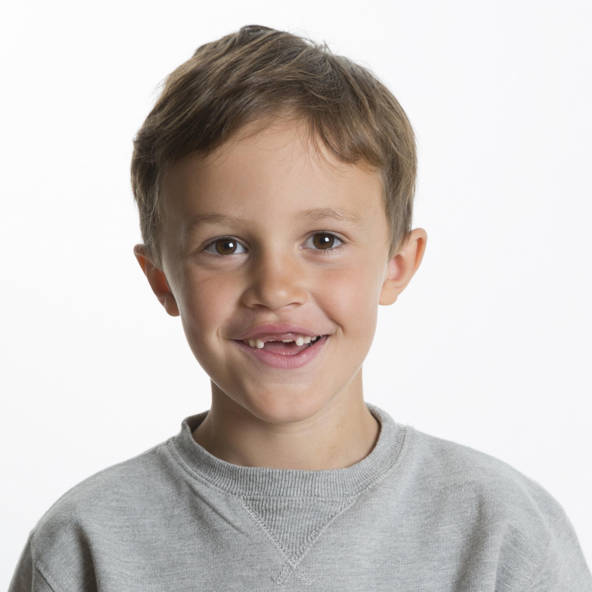Ateljén 249kr   Den absolut populäraste fotograferingen. Under tio minuter fotograferas du eller ditt barn. Ni får mellan fyra bilder och 12 bilder som läggs upp på internet (www.skolfotoweb.se). Där väljer du ut vilka bilder du vill köpa.