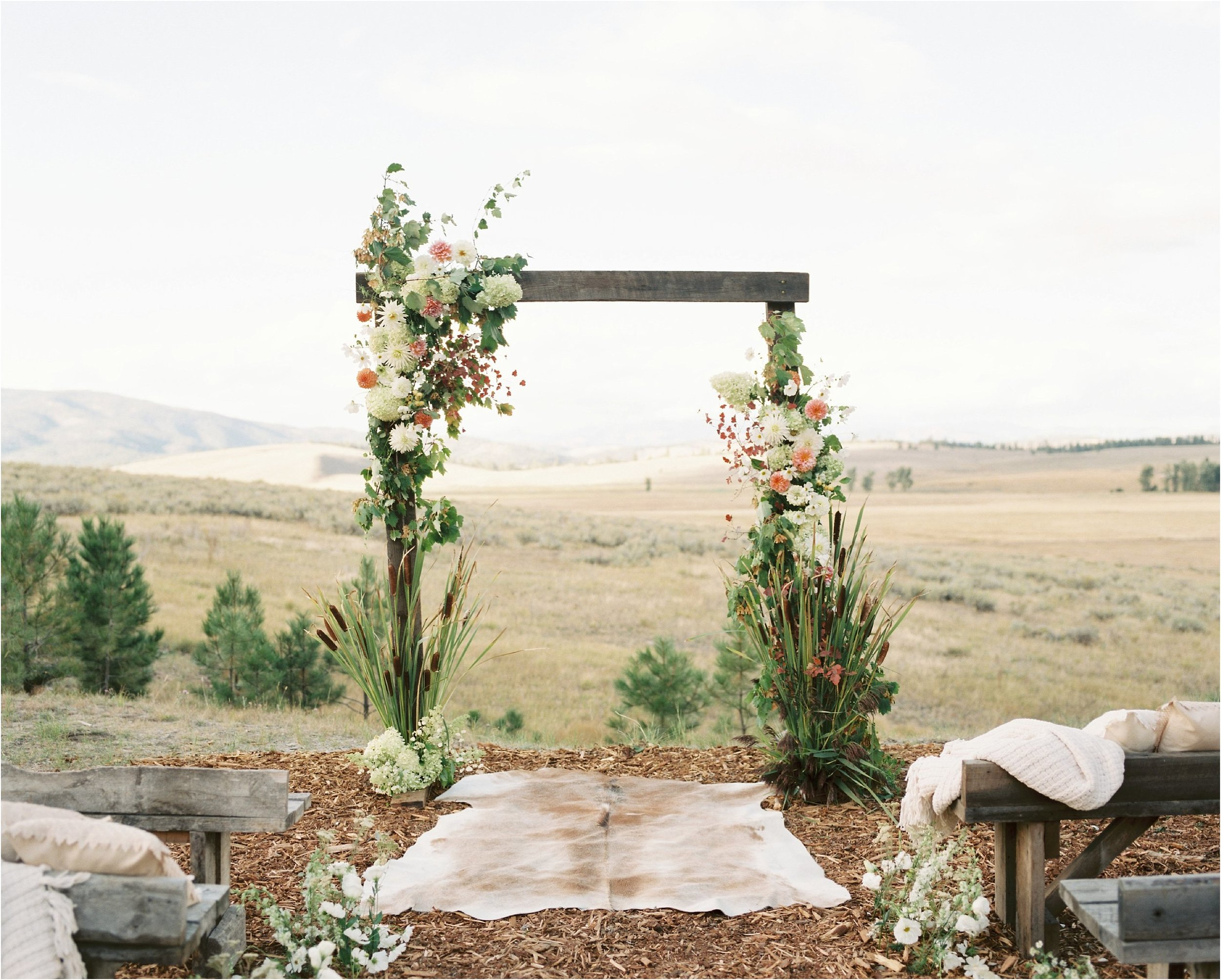 montana_wedding_jeremiahrachelphotography_resort_at_paws_up0025.JPG