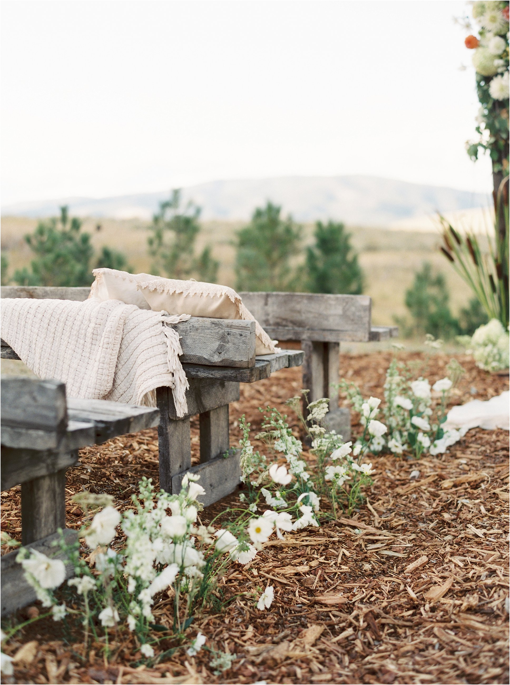 montana_wedding_jeremiahrachelphotography_resort_at_paws_up0030.JPG