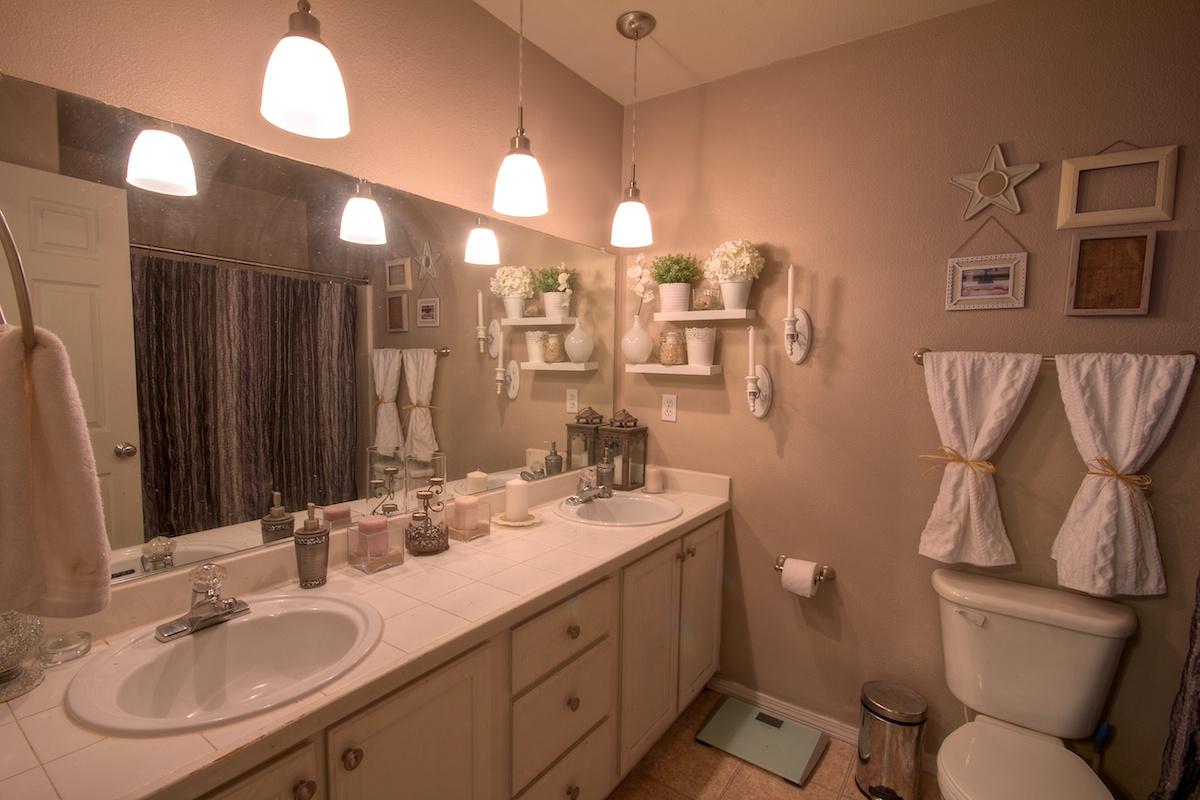 Master bathroom of a house for sale in Gresham, Oregon