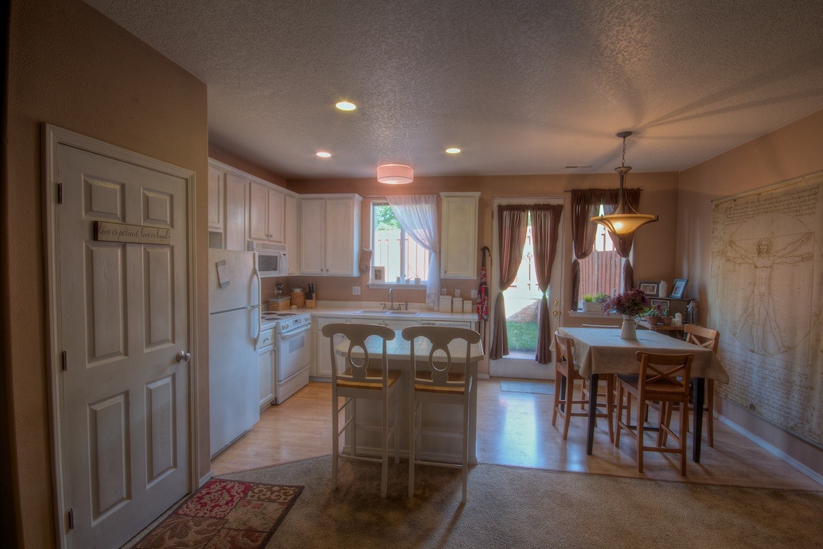 Kitchen dining area in a house for sale in Gresham, Oregon