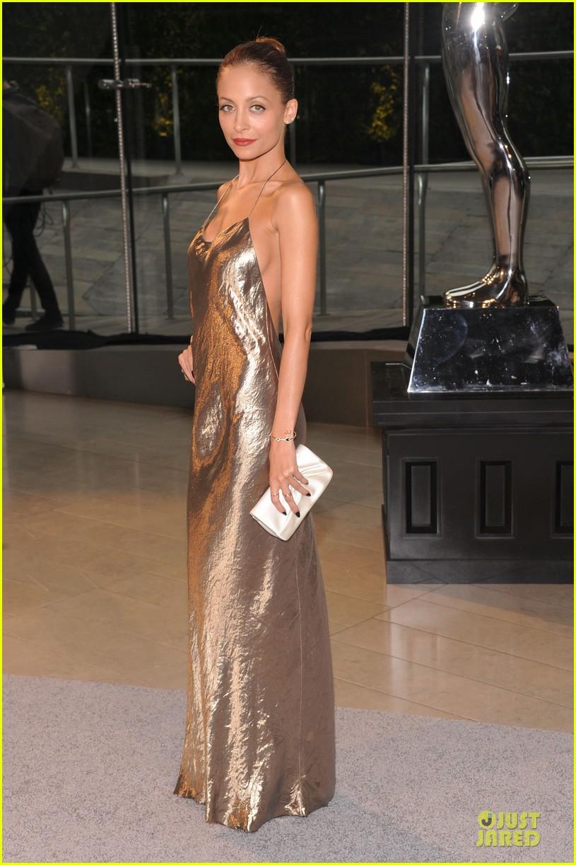nicole-richie-juliette-lewis-cfda-fashion-awards-2013-red-carpet-01.jpg