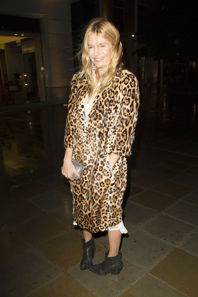 Sienna+Miller+Sienna+Miller+Braves+Rain+Fashion+TtLo9VZAcDQl.jpg