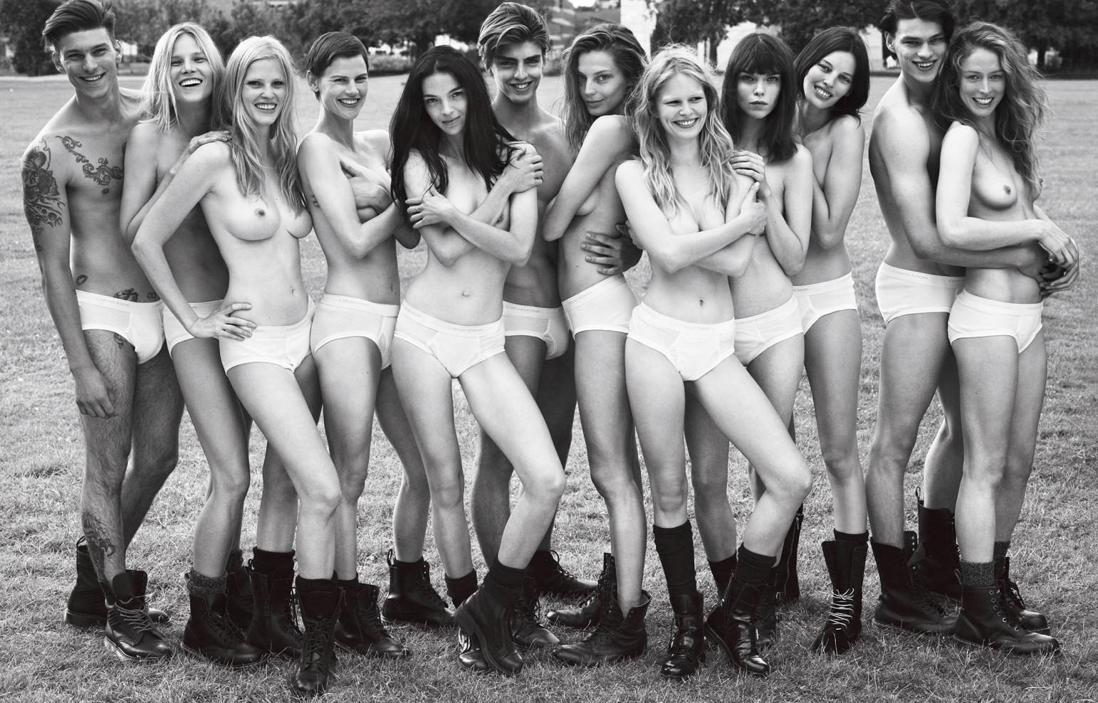 supermodels-normcore-underwear-1542x988.jpg
