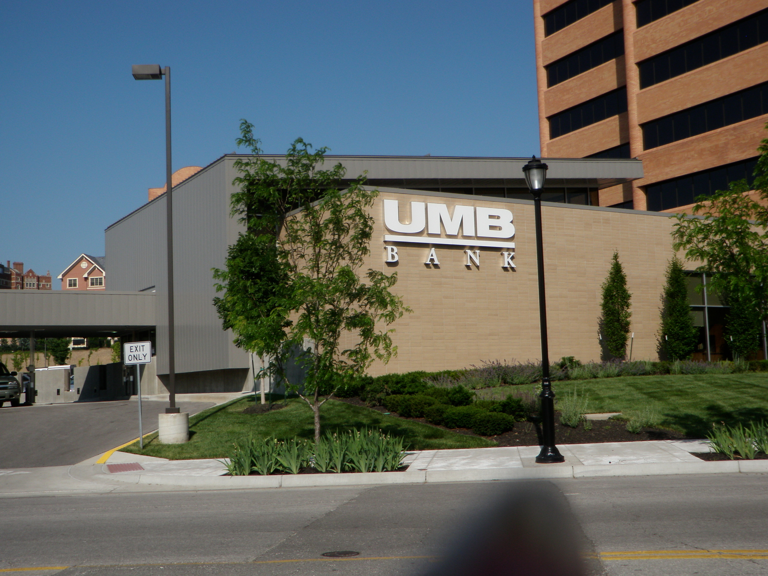UMB Bank at 4900 Main St