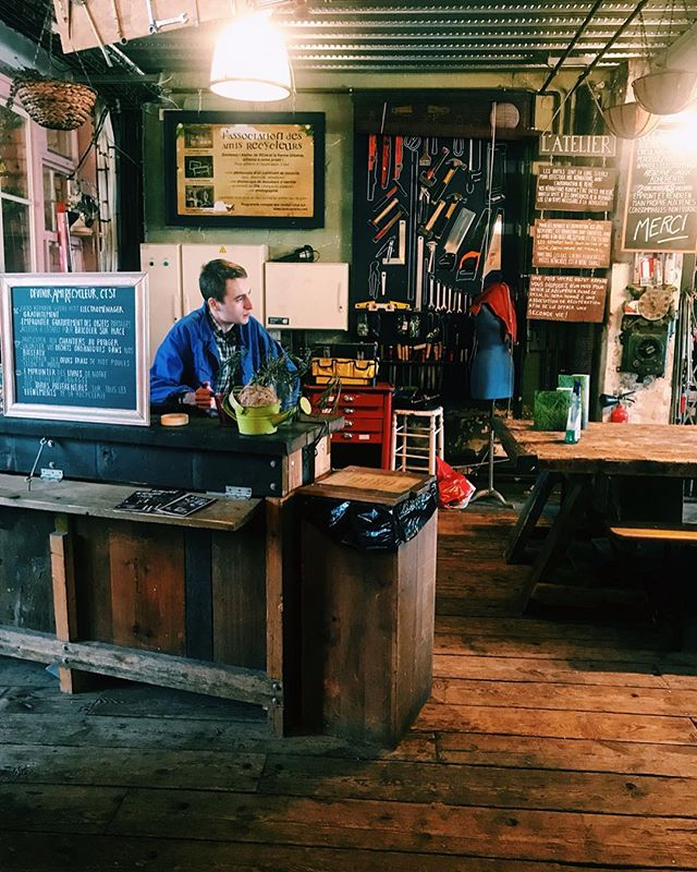 @larecyclerie Is a really chill place in an old train station on the outskirts of Paris. They repair all kinds of items, serve food, grow food, have events, and much more. #repair #recycler #recyclerie #sustainability #sustainableliving #sustainablelifestyle