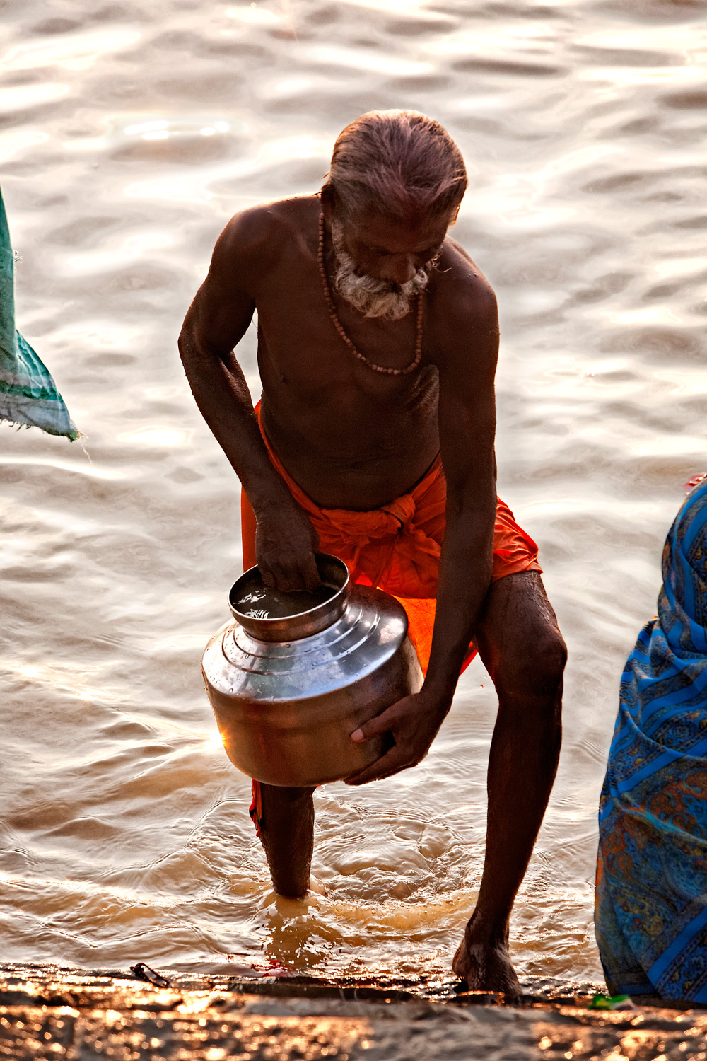 Filling up, Assi ghat, Varanasi, India