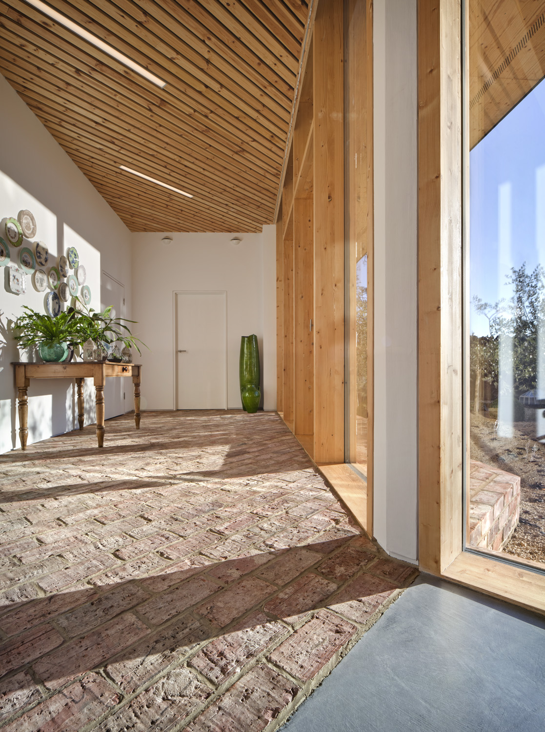 Photography by Dan Paton showcasing the new extension and barn conversion at Manor Farm, Wooton Village, Boars Hill, Oxford, by Transition by Design.