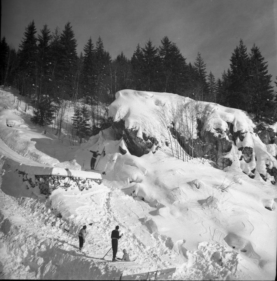 Watching Ski Jumper [DN-354]