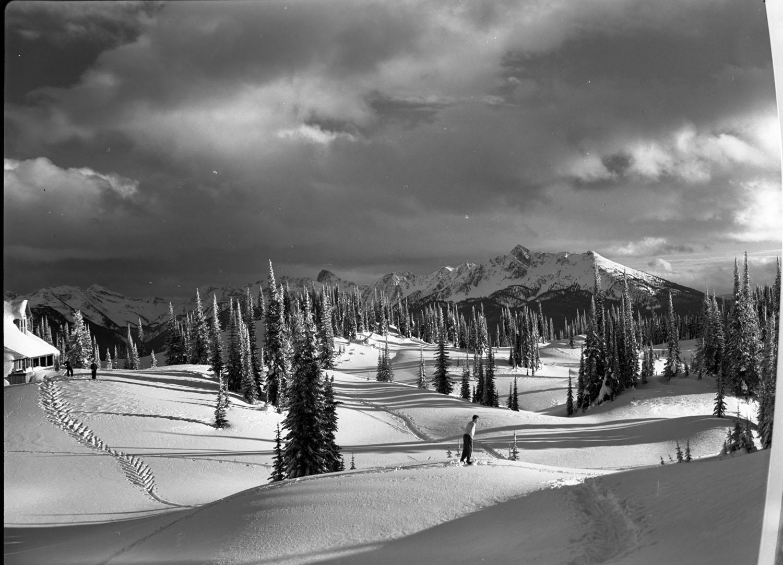 Craig Rutherford Skiing Mt. Revelstoke [DN-466]