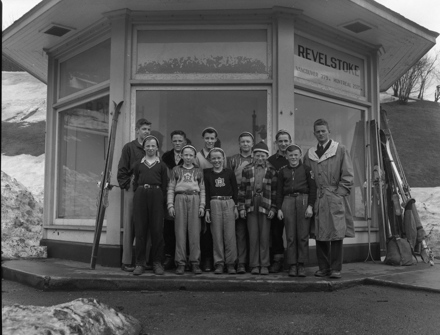 Young Revelstoke Skiers & Kiosk at CPR Station [DN-486]