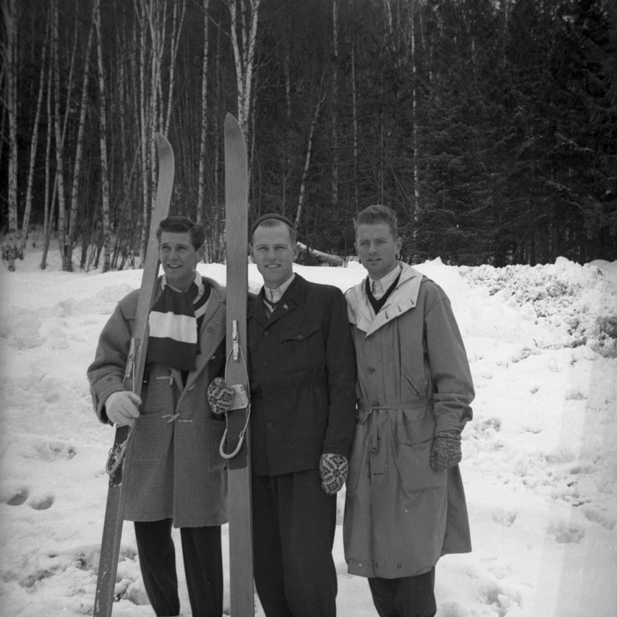 Henry Majchrzak, Skiers Charlan and Laforte [DN-913]