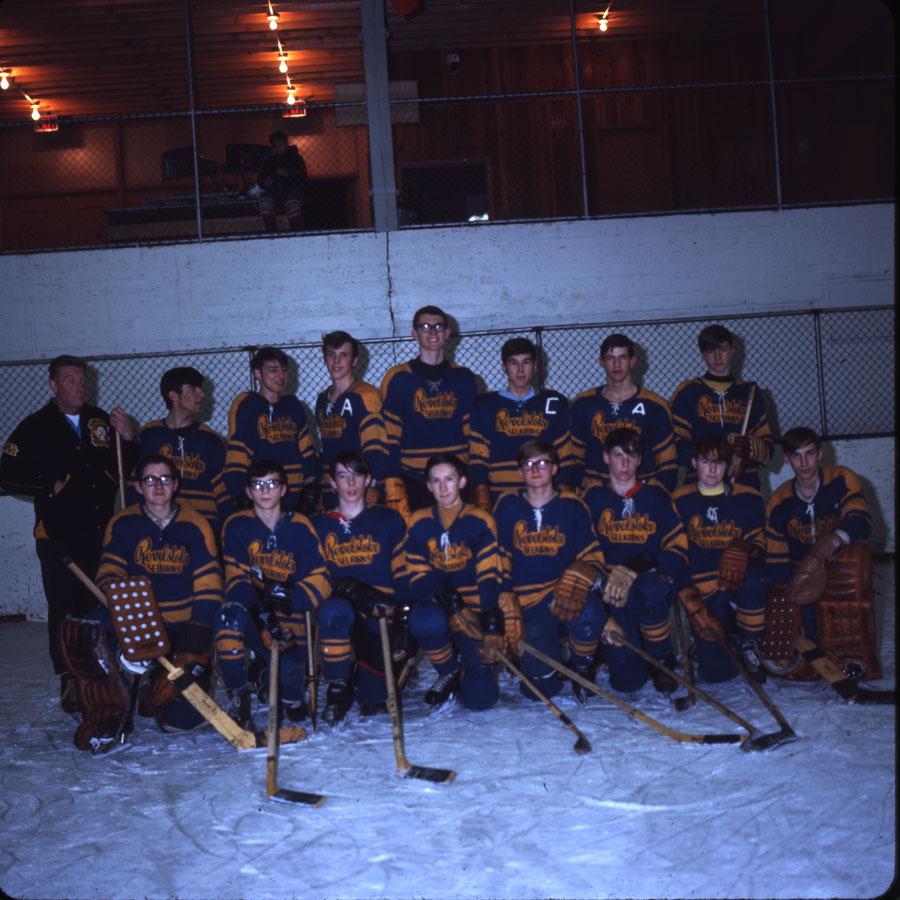 """Hockey Team """"Revelstoke Selkirks"""" [DC2-77]"""