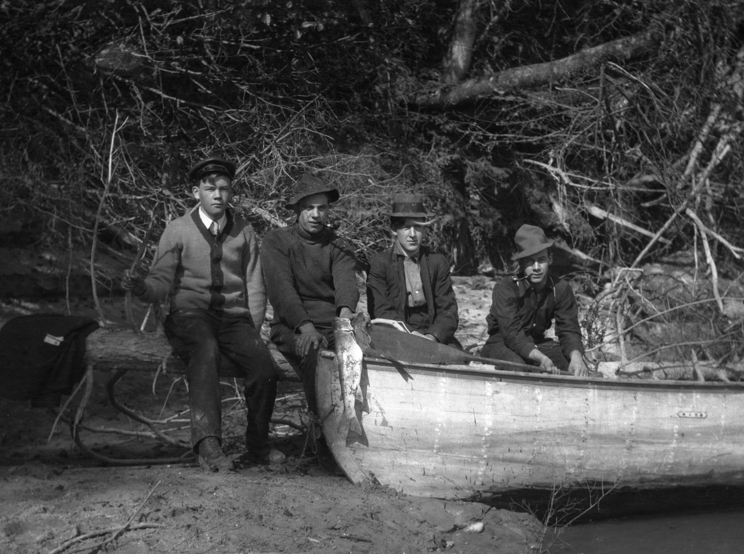 Four Men with Freshly Caught Fish [DN-637]