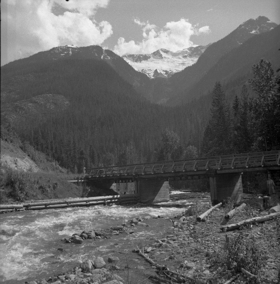 Bridge at 30 Mile Creek Big Bend Highway [DN-319]