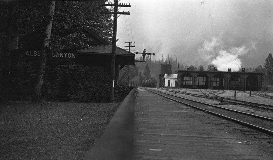 Railway Station at Albert Canyon [DN-27]