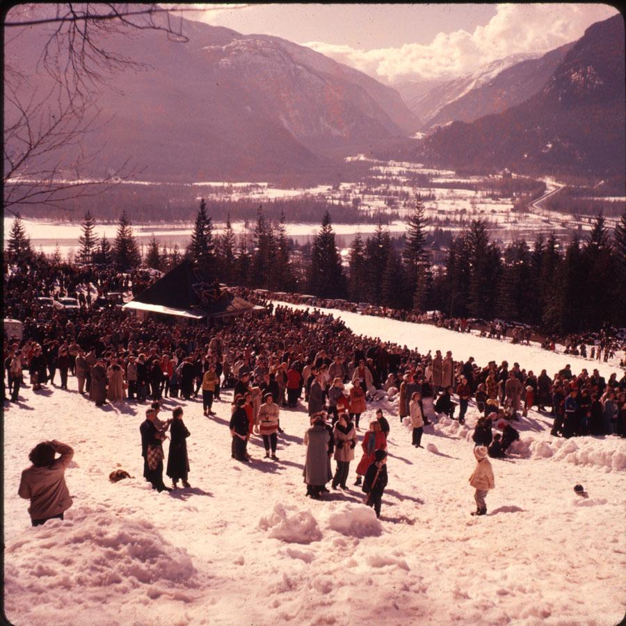 Spectators Ski Jumping Competition [DC2-31]