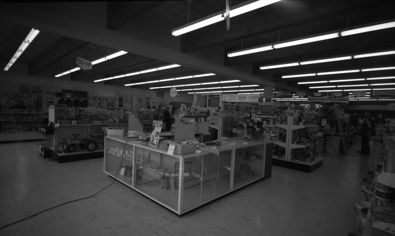 New Co-op Store Interior [DN-592]