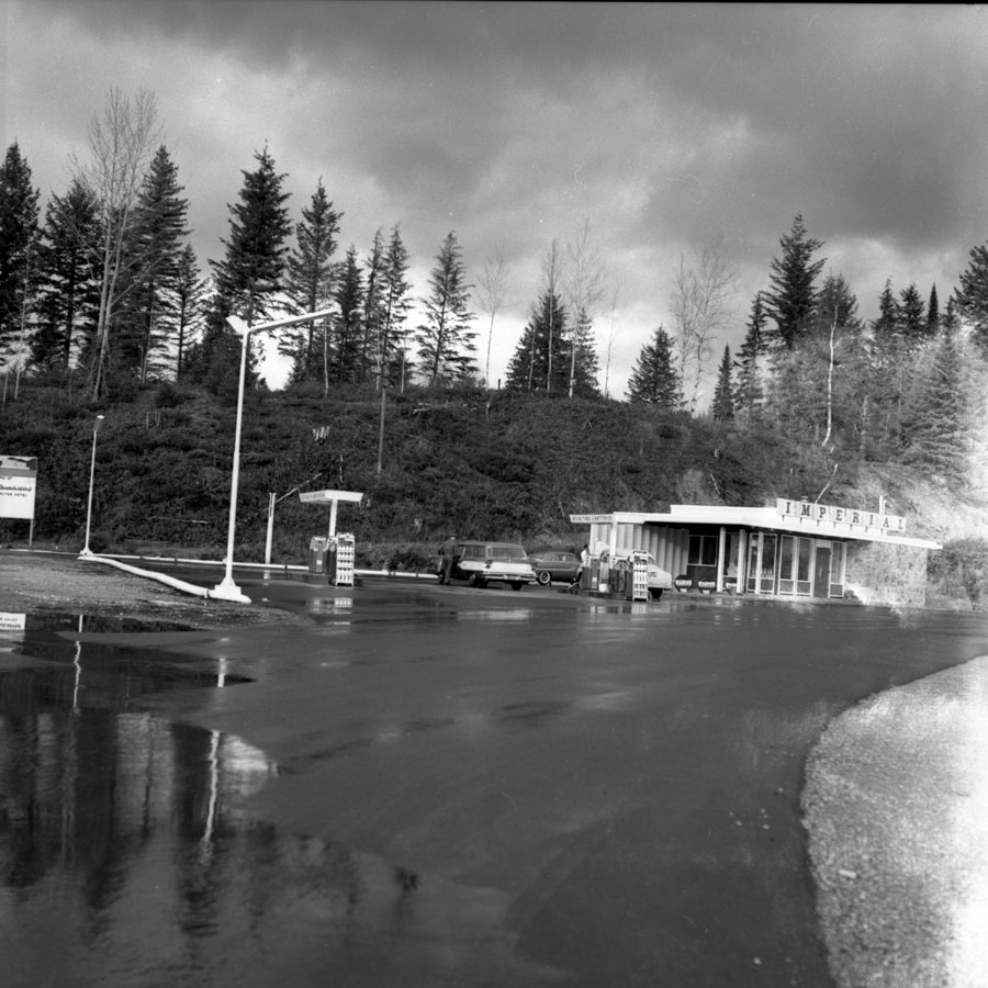 Esso Service Station, Trans Canada Highway [DN-652]