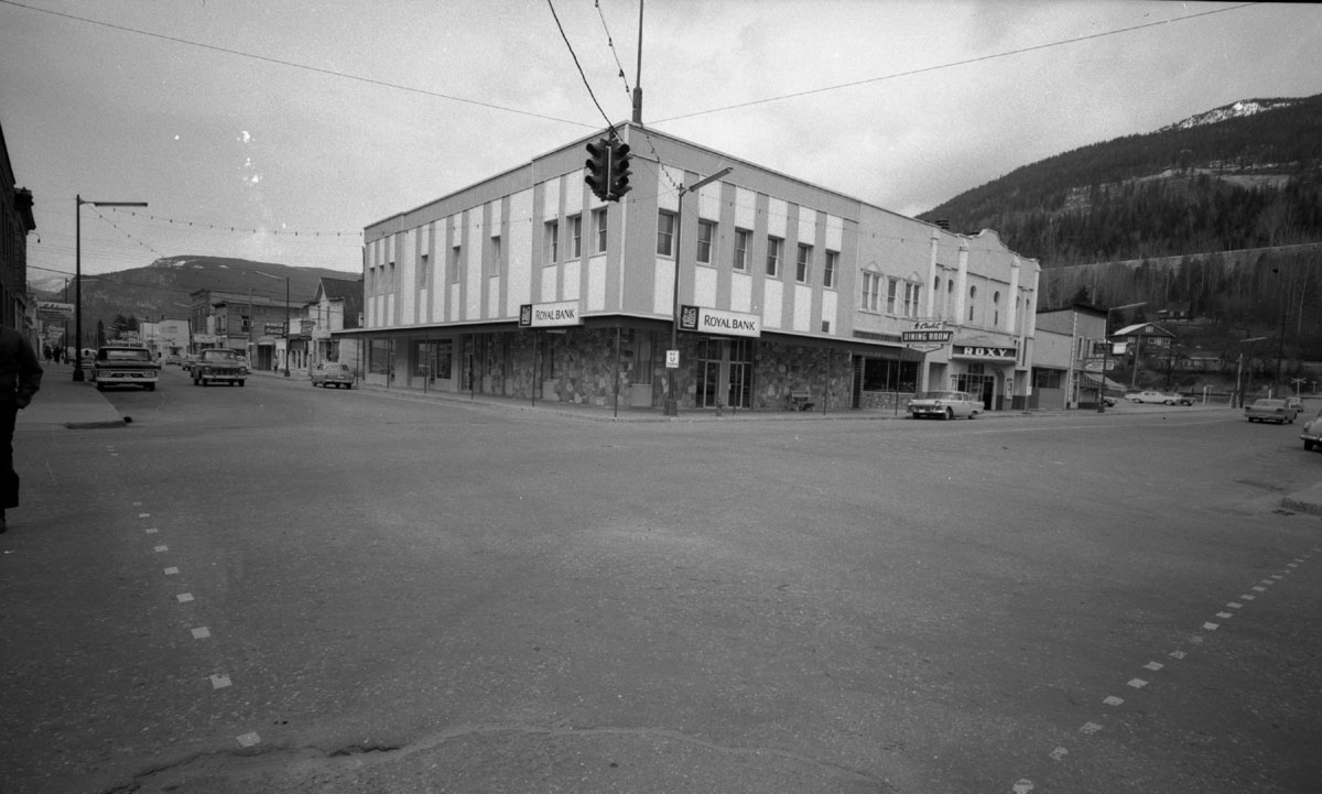 Royal Bank and Roxy Theatre [DN-936]